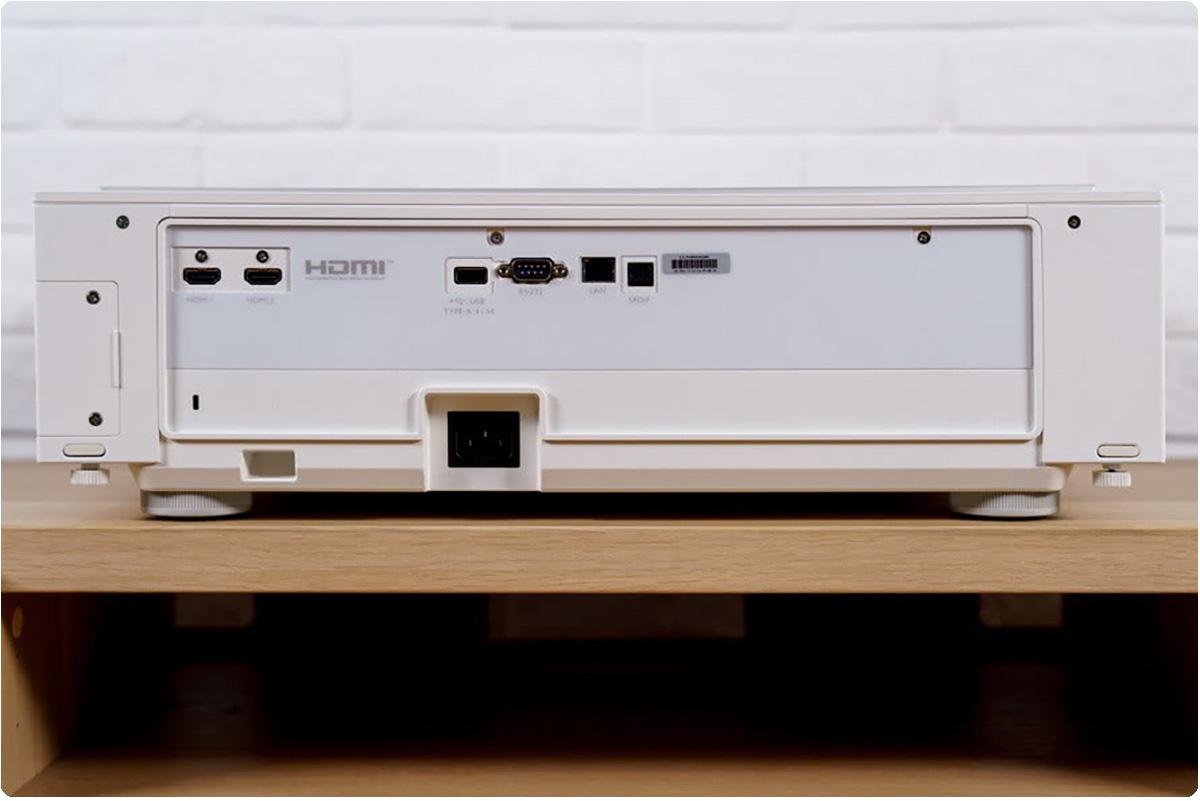 获得电影院大屏体验很简单   只要一台明基i960L激光电视